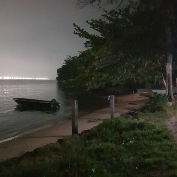Noite na praia ao lado do camping A Toca da Garoupa